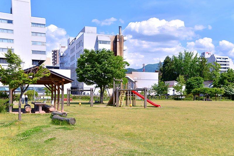 「霞城公園」
